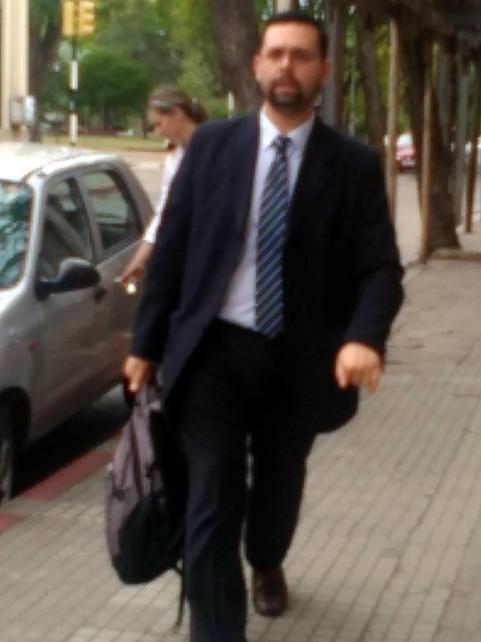 DONDE ESTÁ EL JUEZ  DR. HUGO RUNDIE QUIEN CONDENÓ AL INTENDENTE DE SALTO POR DIFAMACIÓN ?
